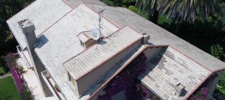 Vista aerea di un tetto ripresa dal drone